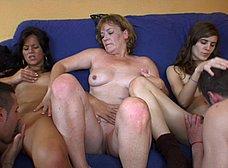 Ainara conoce a la madre y la hija del porno - foto 33