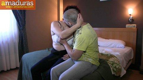 Gordita treintañera muy salida follando sin condón - foto 3