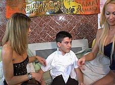 Jordi El Niño Polla hace un trio con dos maduras - foto 12