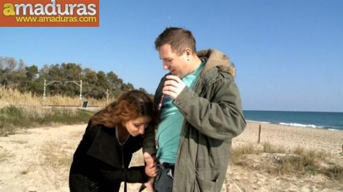 Arahnea, una cerdita valenciana follando en la playa - foto 2