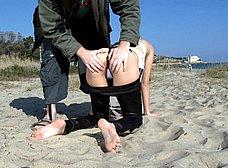 Arahnea, una cerdita valenciana follando en la playa - foto 9