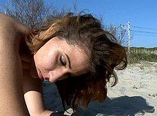 Arahnea, una cerdita valenciana follando en la playa - foto 19