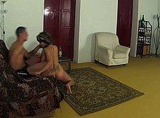 Casada infiel follada y humillada por un veinteañero - foto 7