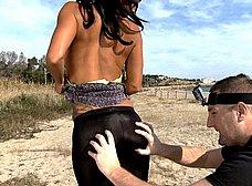 Italiana madurita follando en la playa de Sitges - foto 6