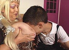 Jordi El Niño Polla se folla a su niñera, una madura tetona - foto 6