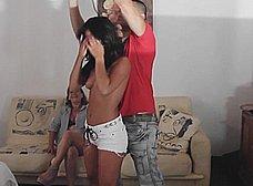 La madre y la hija del porno nos presentan … al padre! - foto 10