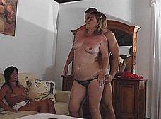 La madre y la hija del porno nos presentan … al padre! - foto 13