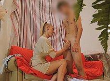 Madura se folla al joven pintor y hace squirt sobre él - foto 15