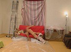 Madura se folla al joven pintor y hace squirt sobre él - foto 20