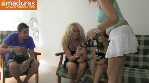 Orgia amateur española con maduras y jovencitas - foto 3