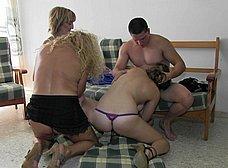 Orgia amateur española con maduras y jovencitas - foto 9
