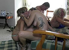 Orgia amateur española con maduras y jovencitas - foto 18