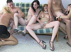 Orgia amateur española con maduras y jovencitas - foto 32