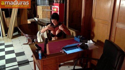 Leticia, una MILF española busca trabajo de lo que sea - foto 4