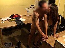 Sevillana salida de 21 años se folla al mensajero - foto 14