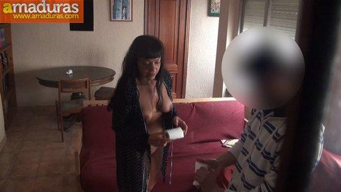 Treintañera viciosa se folla a un amigo de su hermano - foto 36