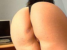 Madura española experta en follar a los amigos de su hermano - foto 8