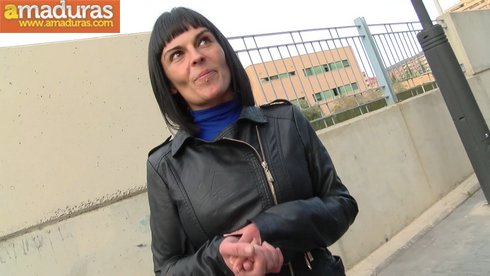 Treintañera española cumpliendo una fantasia cerda - foto 2