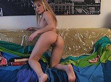 Jaqueline Teen se masturba hasta correrse - foto 7