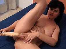 La madura Dana Rico corriendose de placer - foto 14