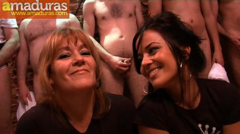 La madre y la hija del porno hacen un bukkake - foto 1