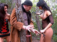 Crazy Lynn y Susy Gala folladas salvajemente en el bosque - foto 6
