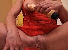 Madura española se masturba con dos pollas de goma - foto 6