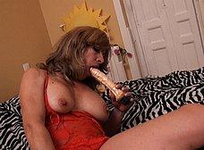 Madura española se masturba con dos pollas de goma - foto 9