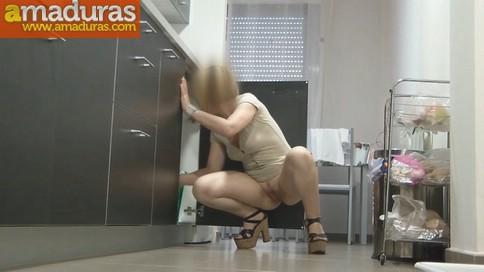 La madura Anais se vuelve a follar a un fontanero - foto 4