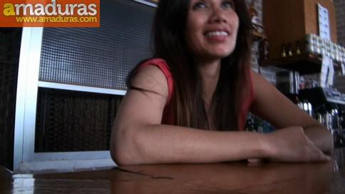 Camarera de bar quiere hacer porno (y termina enculada) - foto 3