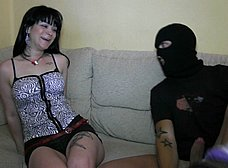 Atraco porno: entra a robar y se folla a la mujer - foto 9