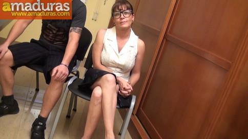 Profesora madura graba porno con un ex-alumno - foto 5