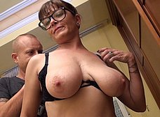 Profesora madura graba porno con un ex-alumno - foto 12