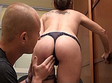 Profesora madura graba porno con un ex-alumno - foto 17