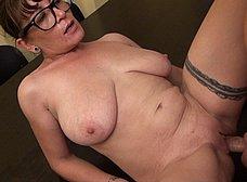 Profesora madura graba porno con un ex-alumno - foto 29