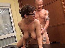 Profesora madura graba porno con un ex-alumno - foto 31