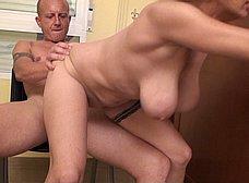 Profesora madura graba porno con un ex-alumno - foto 36