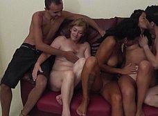 Megaorgia incestuosa con la madre y la hija del porno - foto 7