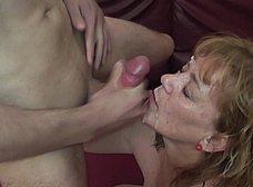 Megaorgia incestuosa con la madre y la hija del porno - foto 38