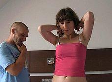 BRUTAL INCESTO porno: padre e hija con madrastra - foto 9