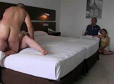 BRUTAL INCESTO porno: padre e hija con madrastra - foto 11