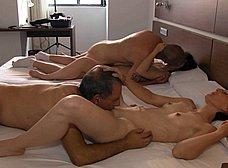 BRUTAL INCESTO porno: padre e hija con madrastra - foto 20