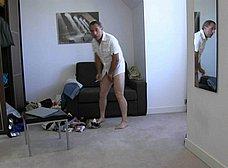 Madre e hija follan mientras el padre mira y se pajea - foto 10