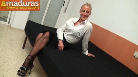Yelena, secretaria madura española, adicta al sexo anal - foto 1