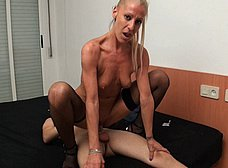 Yelena, secretaria madura española, adicta al sexo anal - foto 28