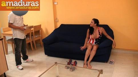 Ama de casa española se folla al cartero timido - foto 3