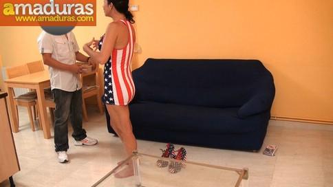 Ama de casa española se folla al cartero timido - foto 4