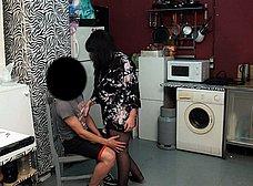 Madura española se folla a un amigo de su hijo - foto 6