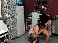 Madura española se folla a un amigo de su hijo - foto 28