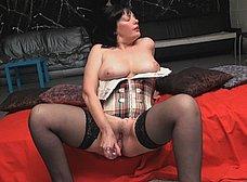 La madura española Paula Vazquez se pajea - foto 15